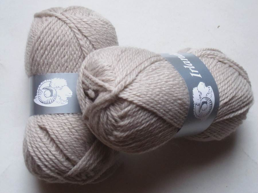 1 pelote irlandaise laine beige 56 textile de la marque textiles de la marque toutes en laine. Black Bedroom Furniture Sets. Home Design Ideas